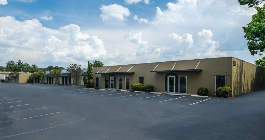 Oxmoor Commons at 209, 225, 234, 237 & 240 Oxmoor Circle in Homewood, AL